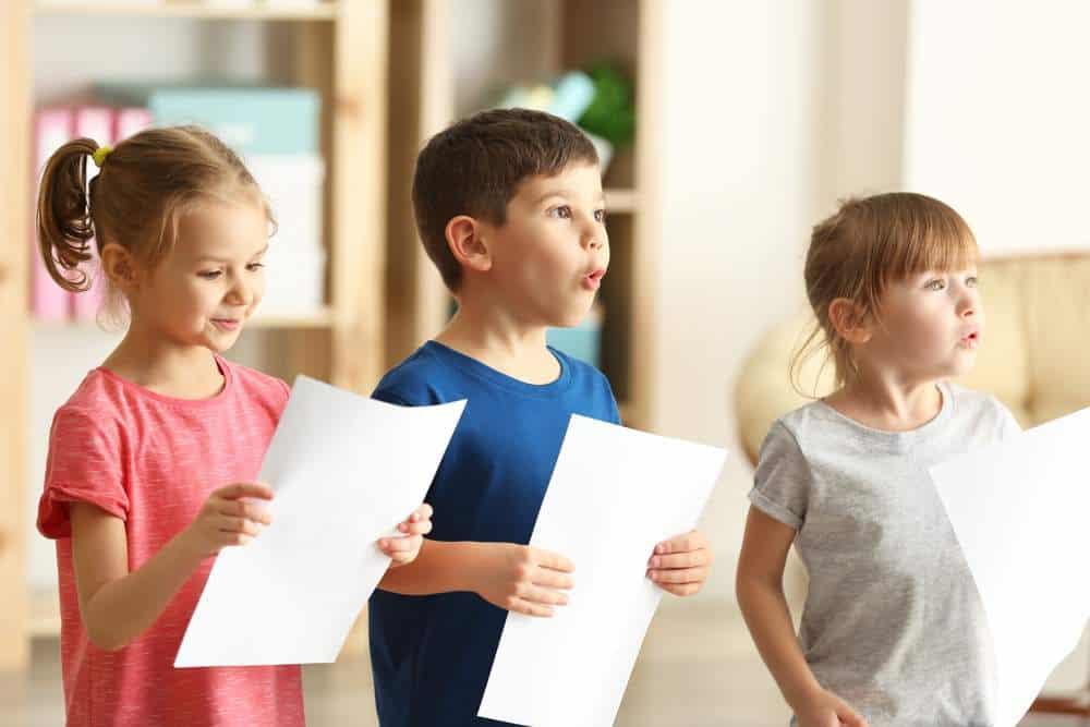 اهمیت آموزش سلفژ خوانندگی از کودکی