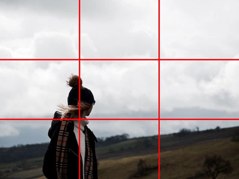 با ایجاد تغییر در تنظیمات موبایل میتوانید این خطوط را هنگام عکاسی با دوربین گوشی بر روی صفحه نمایان کنید