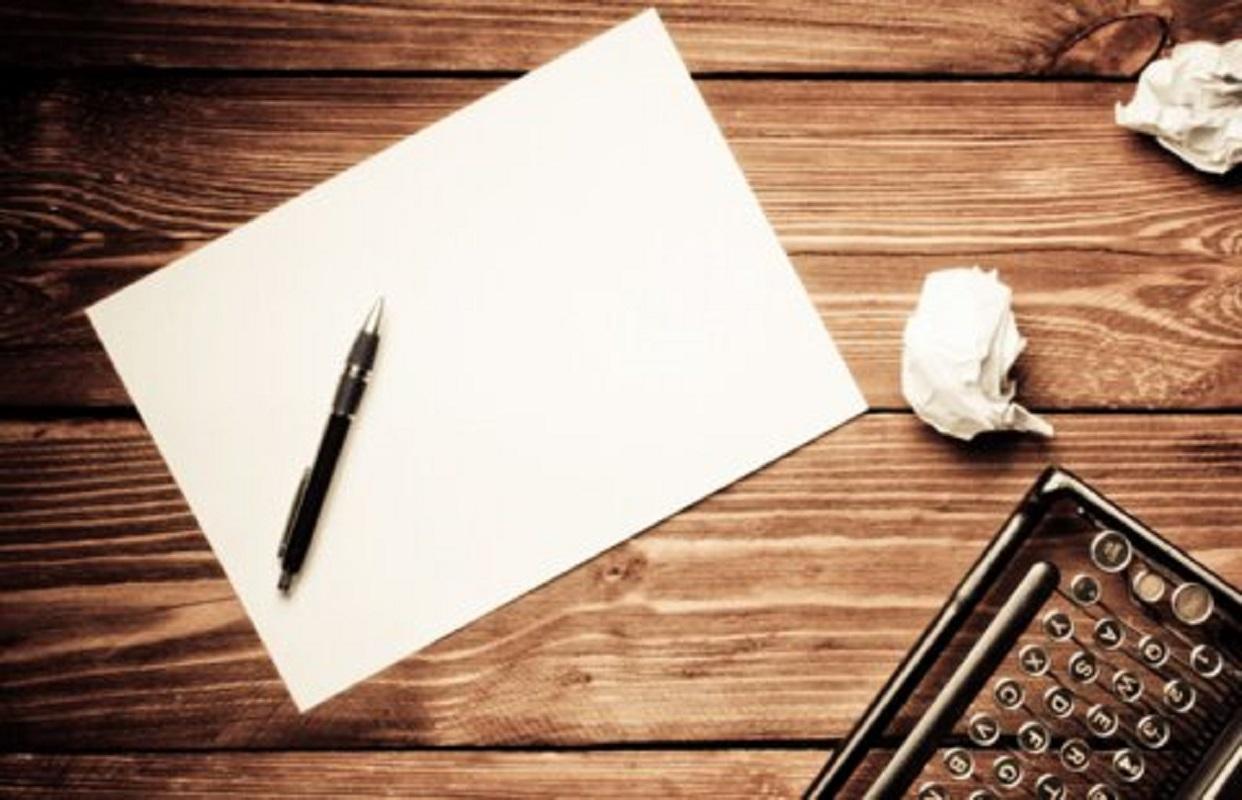 """""""برای نویسندگی خلاق نیاز است نیم نگاهی به حاشیه داشته باشید"""